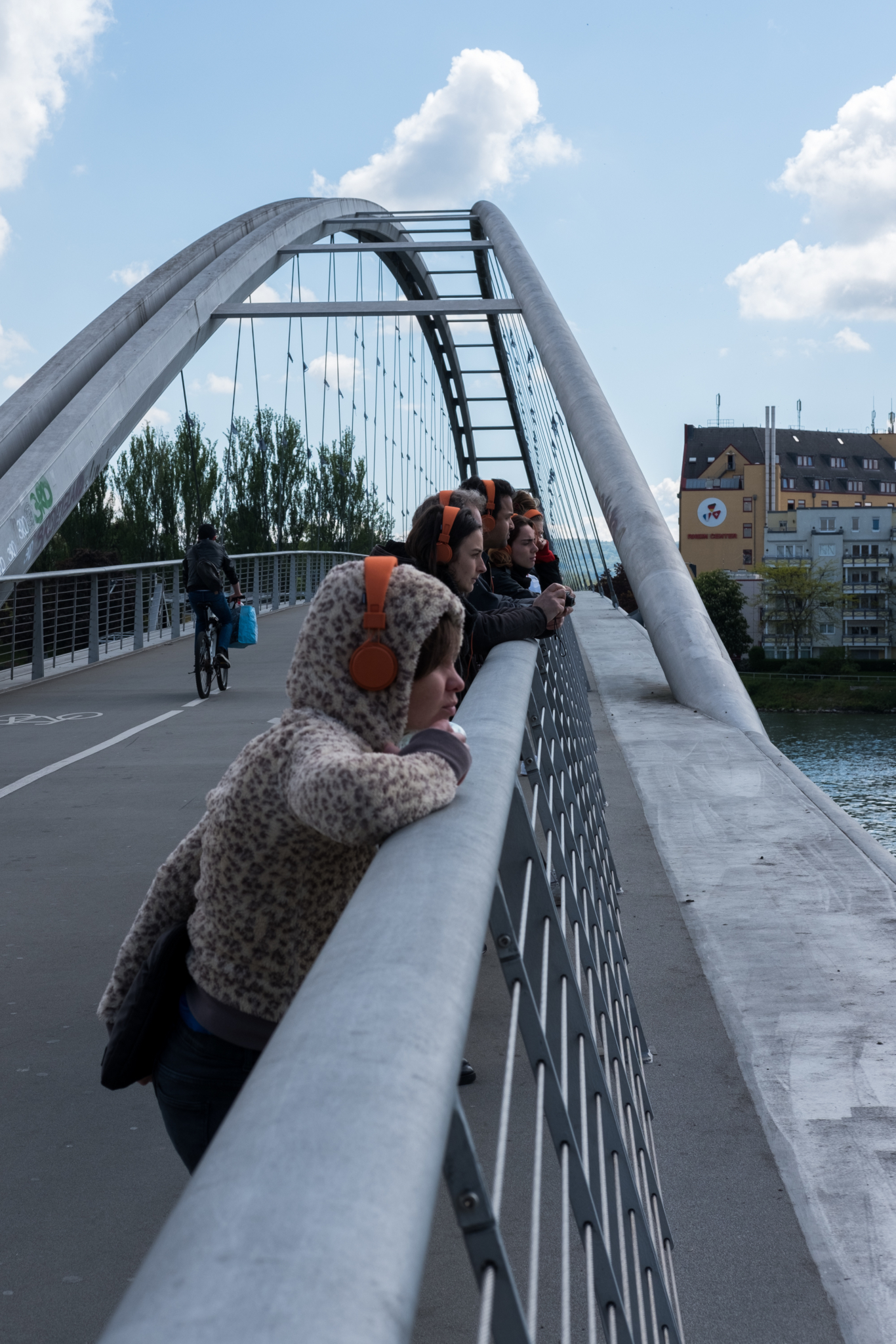 Participants of the audio walk wastescapes on the Dreiländer bridge connecting France with Germany, trinational border area of Basel 2017.
