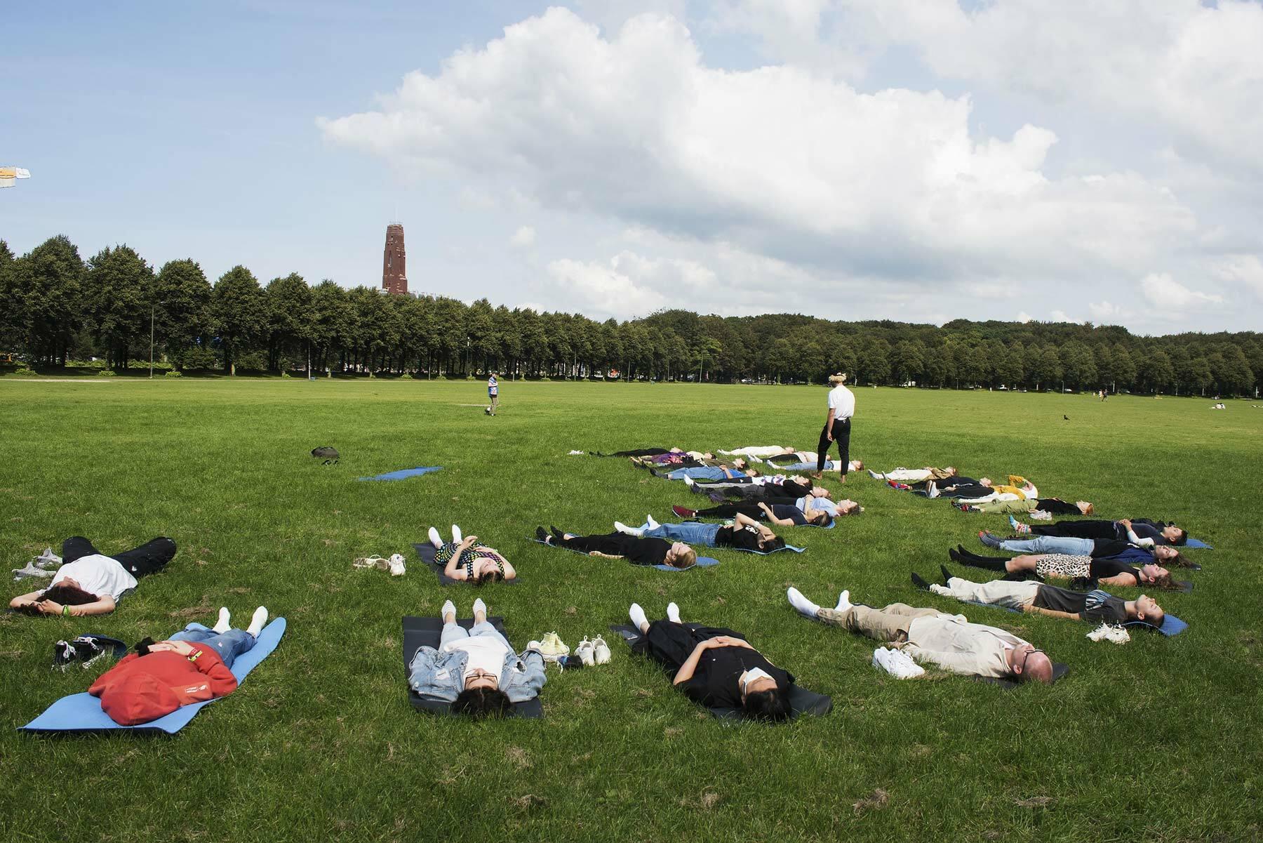 KABK introdagen 2021 - Yoga at the Malieveld