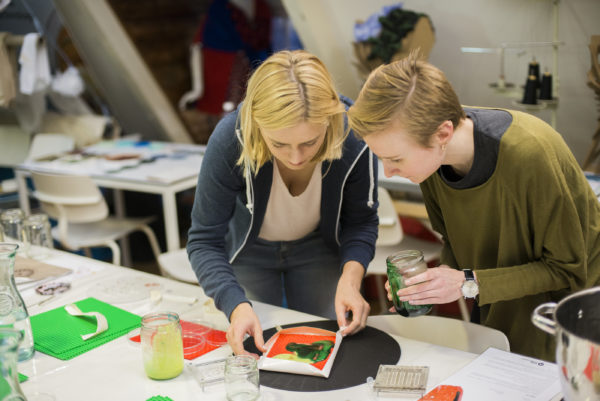 Fabrics and Fabrication - Workshop KABK Master Industrial Design with TextileLab, De Waag