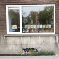 'Raam Maar' window exhibition initiative by alumnus Jip Piet
