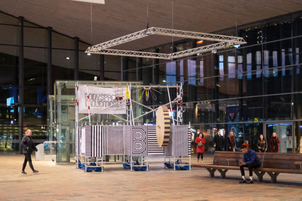 Pop-up installation body space movement at the CS Rotterdam during Museum Nacht010