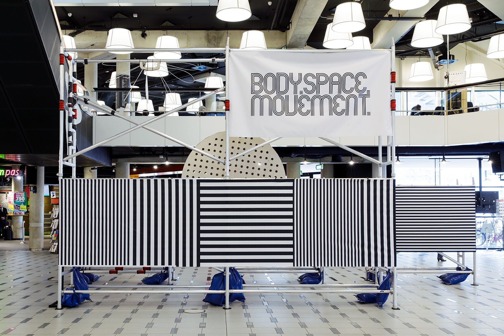 Pop-up installatie body space movement op de Central Bibliotheek Rotterdam